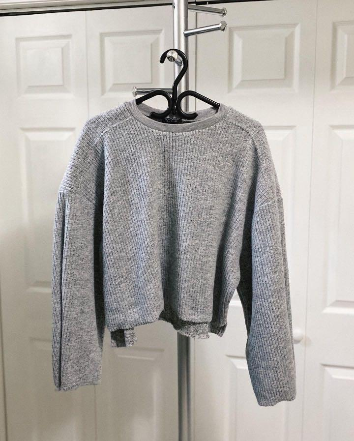 TOPSHOP CROPPED BELL SLEEVE SWEATER