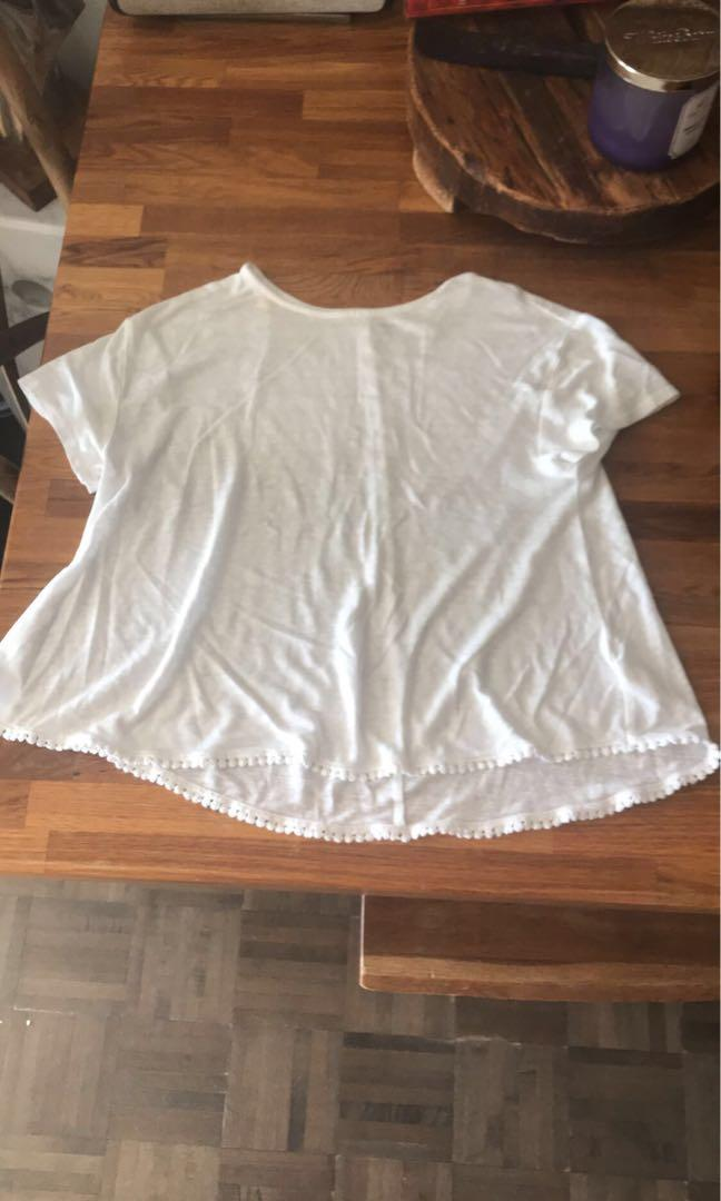 White t shirt with detailing at bottom