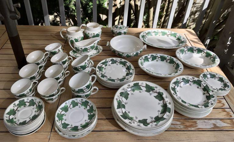 ⭐️PLEASE CONTACT⭐️70 pieces of VINTAGE Wedgewood Napoleon Ivy china