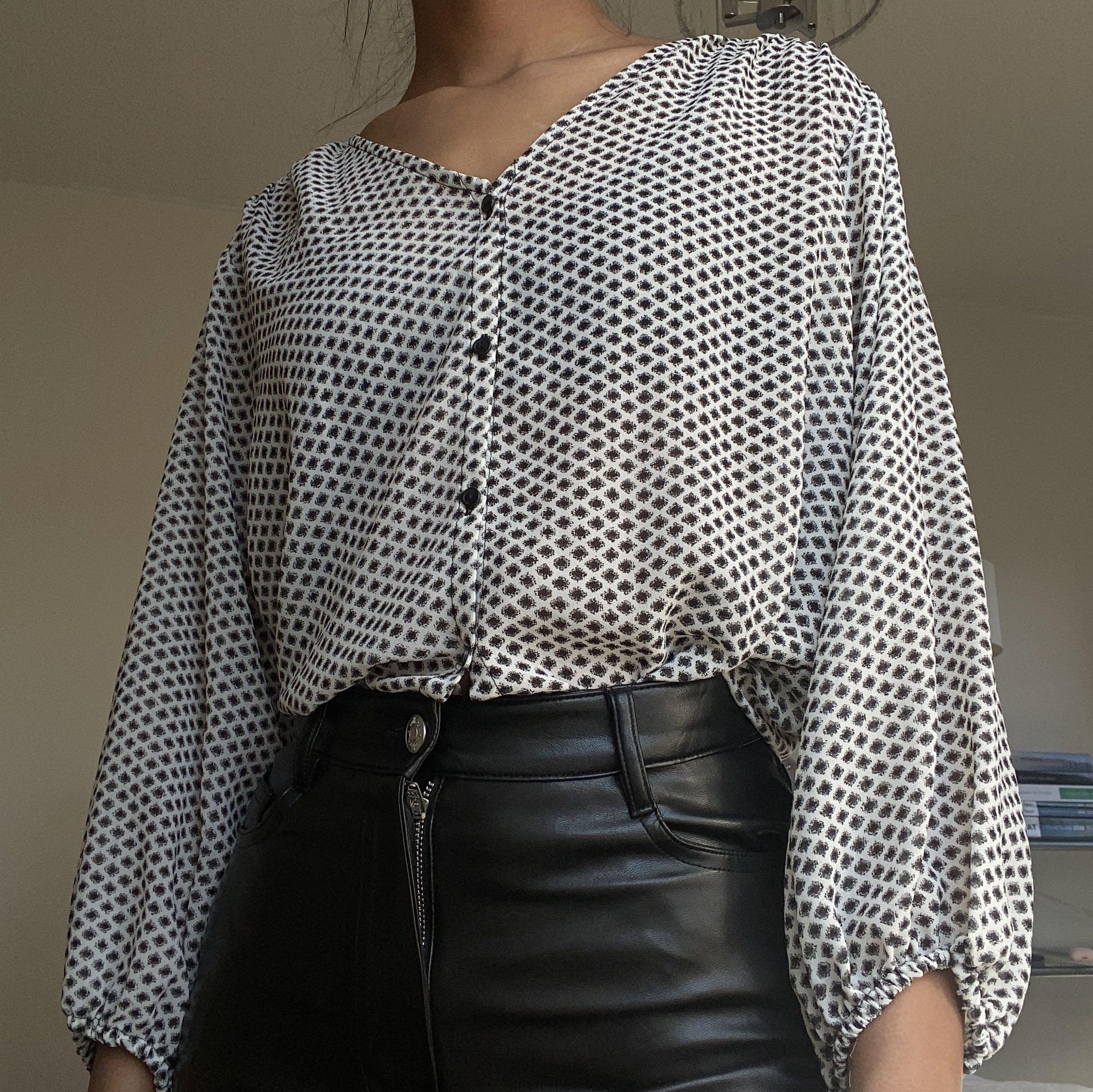 H&M Puff sleeve button up blouse