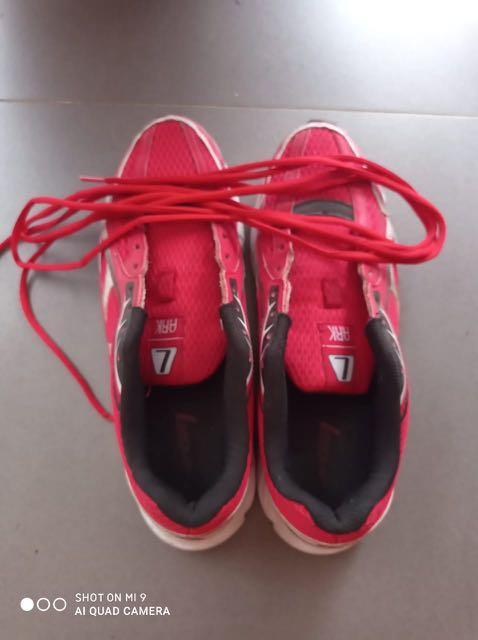 Sepatu Leauge