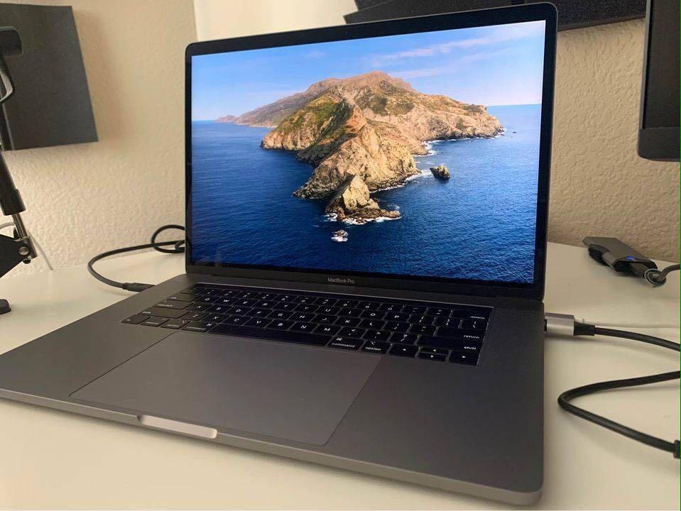 "2019 i9 MacBook Pro 15"""