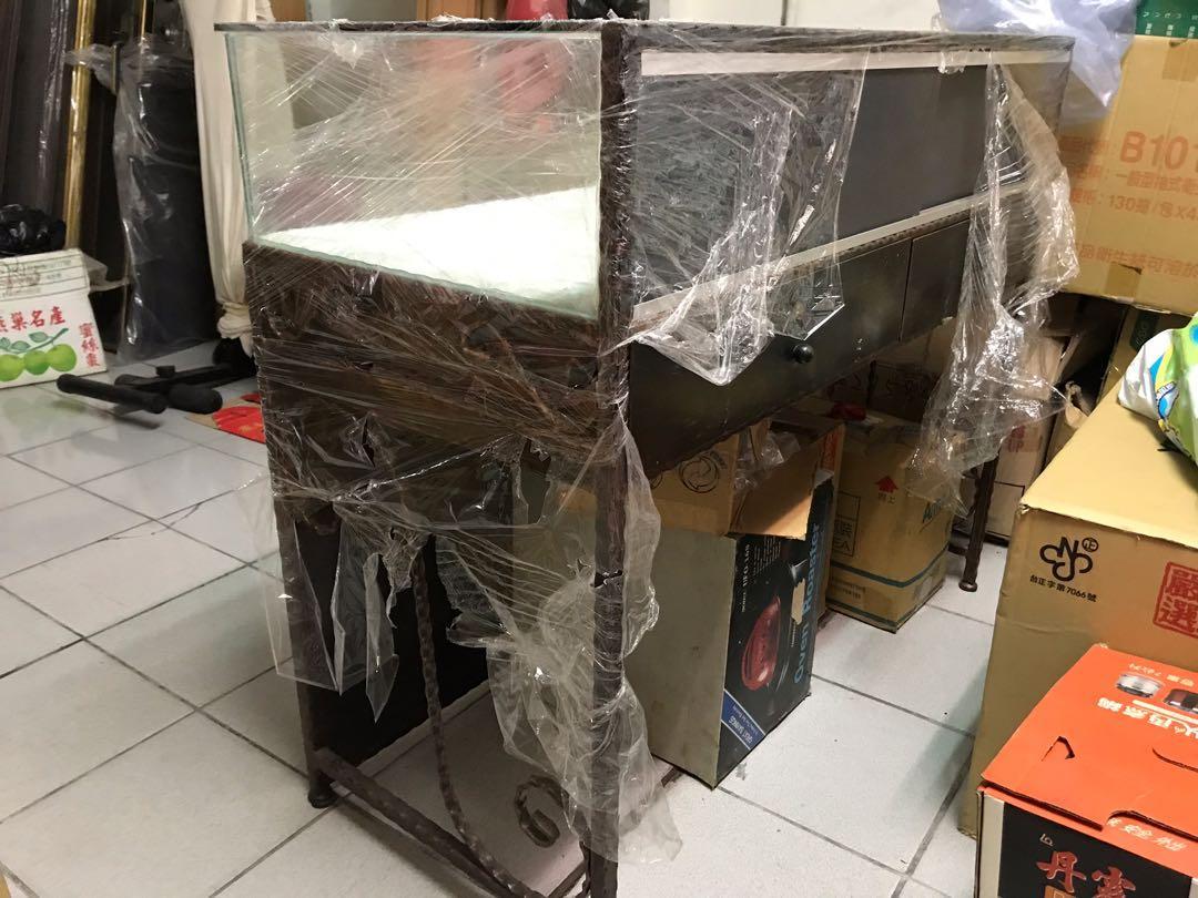 鍛鐵玻璃櫃