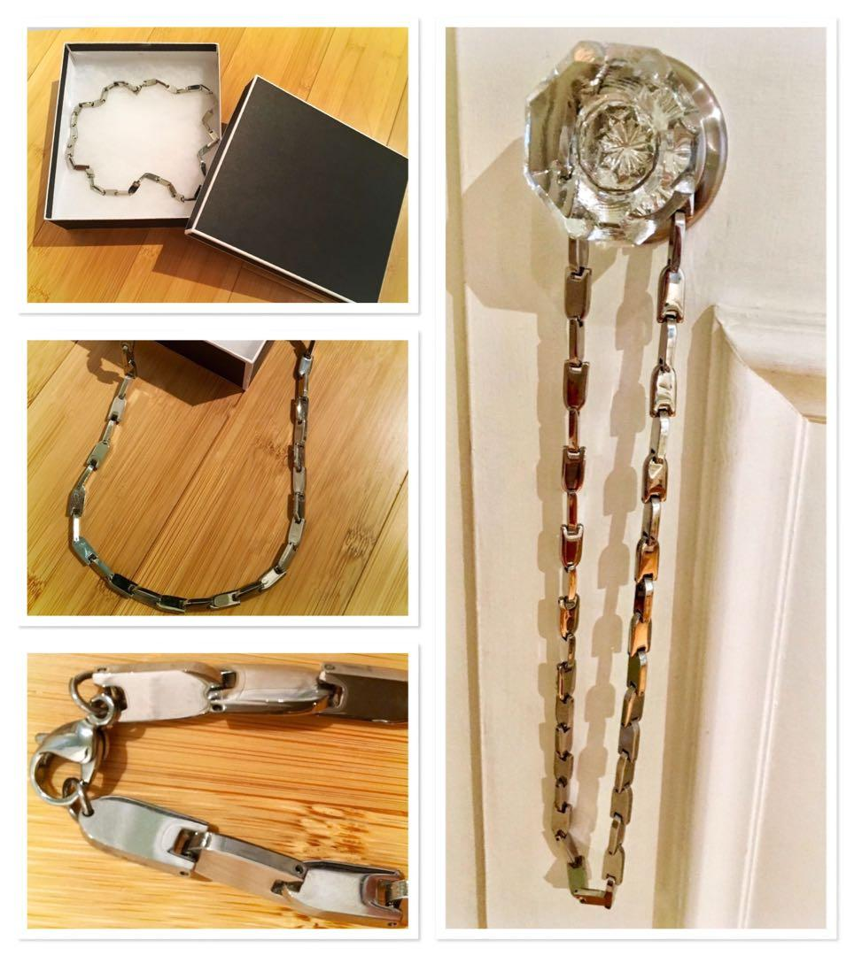 ***BRAND NEW Stunning 22 inch stainless necklace***