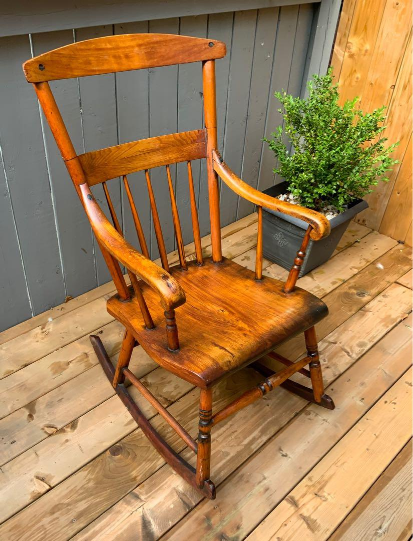 ⭐️Excellent Condition Antique Muskoka rocking chair from Lake Rosseau,Muskoka cottage built in 1899⭐️