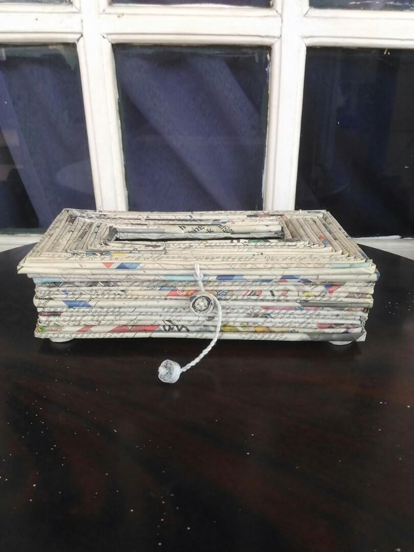 Kotak tisu dari kertas koran