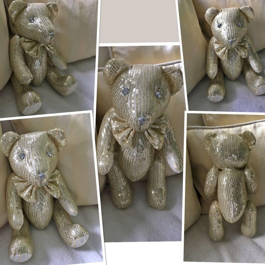 Little Gold sequined Bear from FAO Swartz in New York City (Collectible)