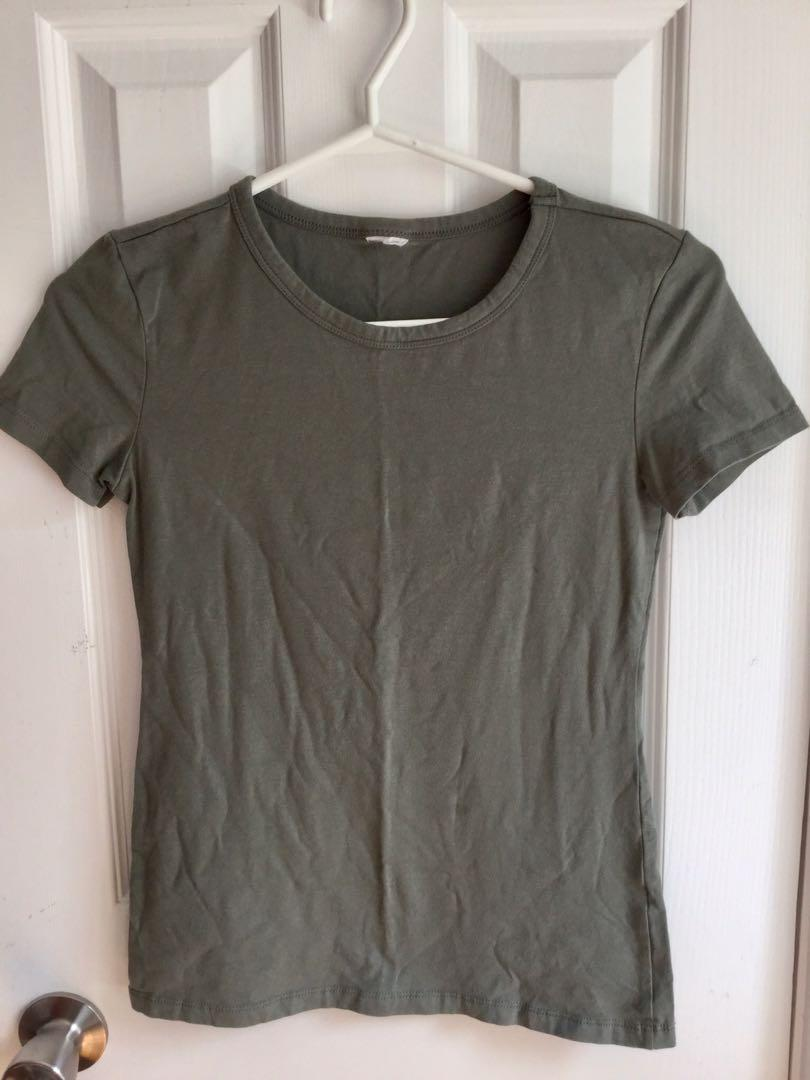 Small tshirt green-$4