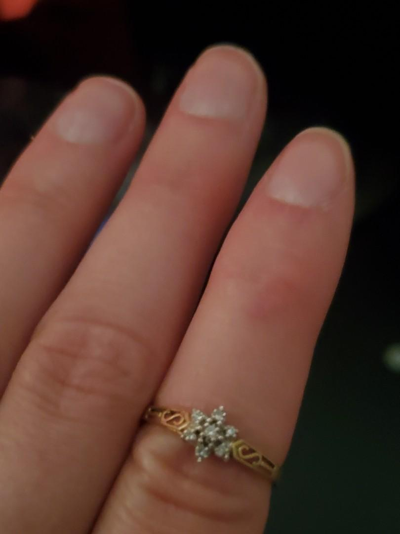 10k gold size 6 womens ring