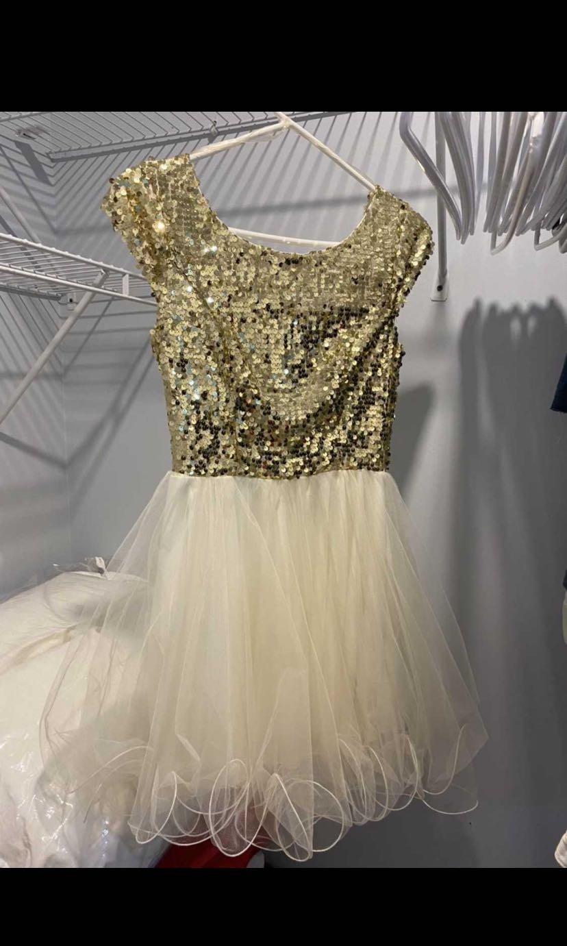 BEAUTIFUL DRESS WHITE AND GOLD WITH SPARKLES