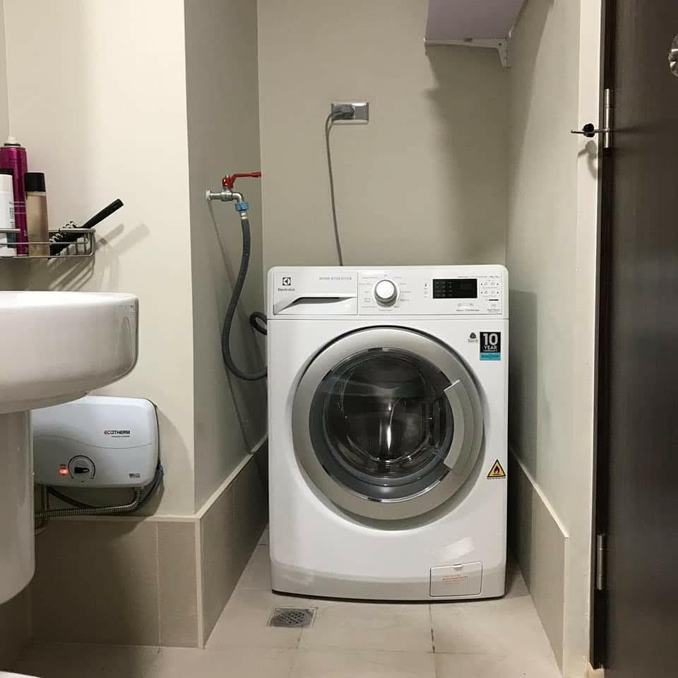 Electrolux Front Load Washer Dryer Like New 98 Home Furniture Home Appliances Washing Machines And Dryers On Carousell