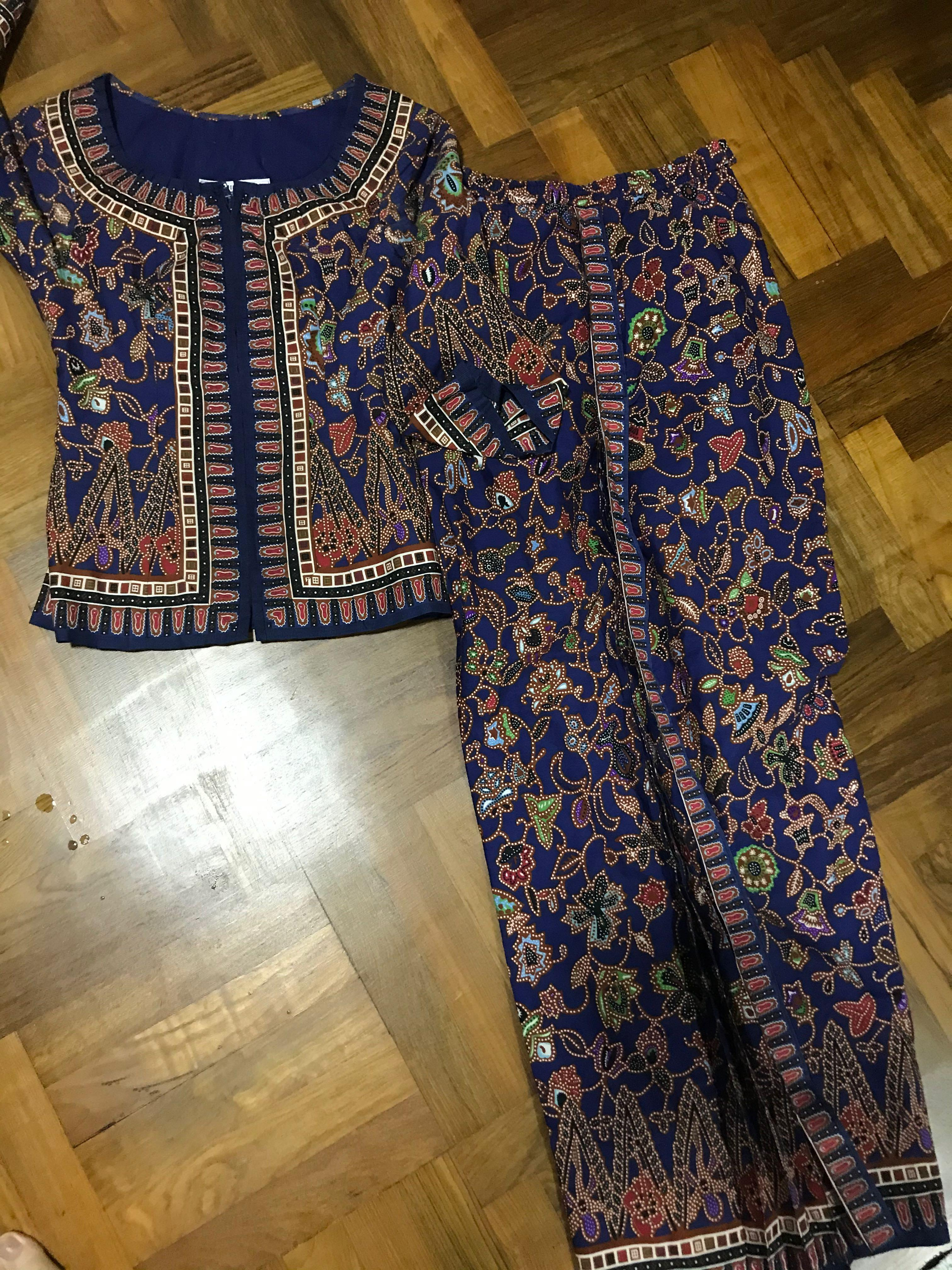 Singapore airlines sarong kebaya batik uniform