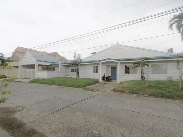 BF Homes 560 sqm House in Brgy BF Homes Paranaque City RUSH SALE
