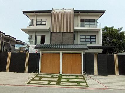 House and lot for sale in Taguig City near Makati 4 Bedroom Duplex wit