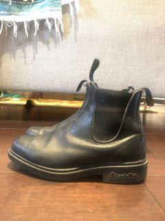 Blundstones - black leather size 4 (fits 7.5/8 CA)