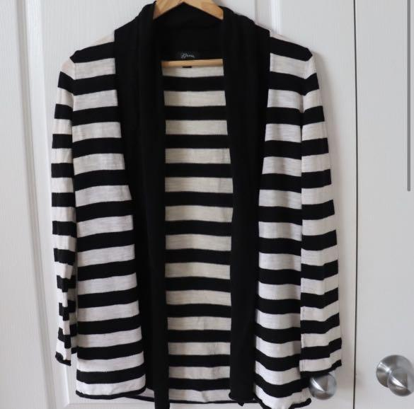 Guess sweater size small