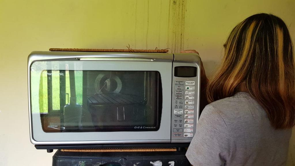 Microwave Panasonic KONDISI SANGAT PRIMA 95%