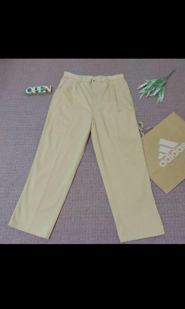ADIDAS 型男必備 Logo繡 腰間打摺 寬鬆 薄款 卡其褲 男長褲 男打摺長褲 85