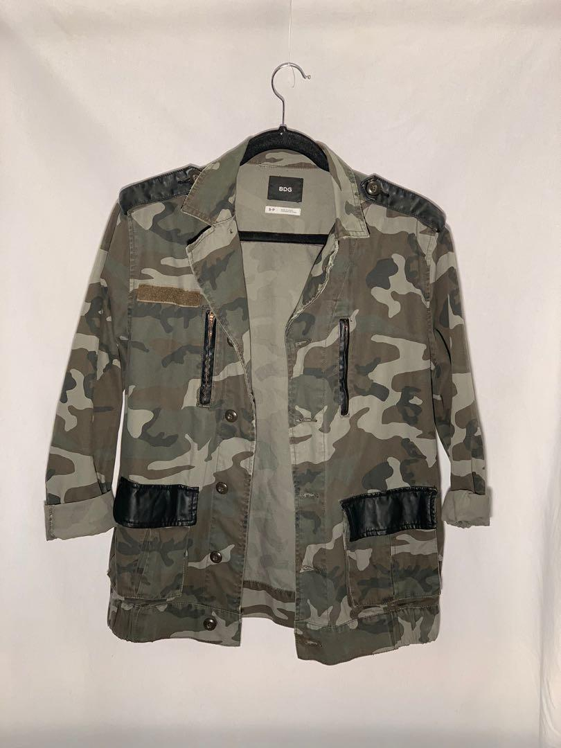BDG (Urban Outfitters) Camo oversized jacket - size S - like new