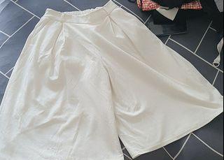 GU UNIQLO WHITE PANTS