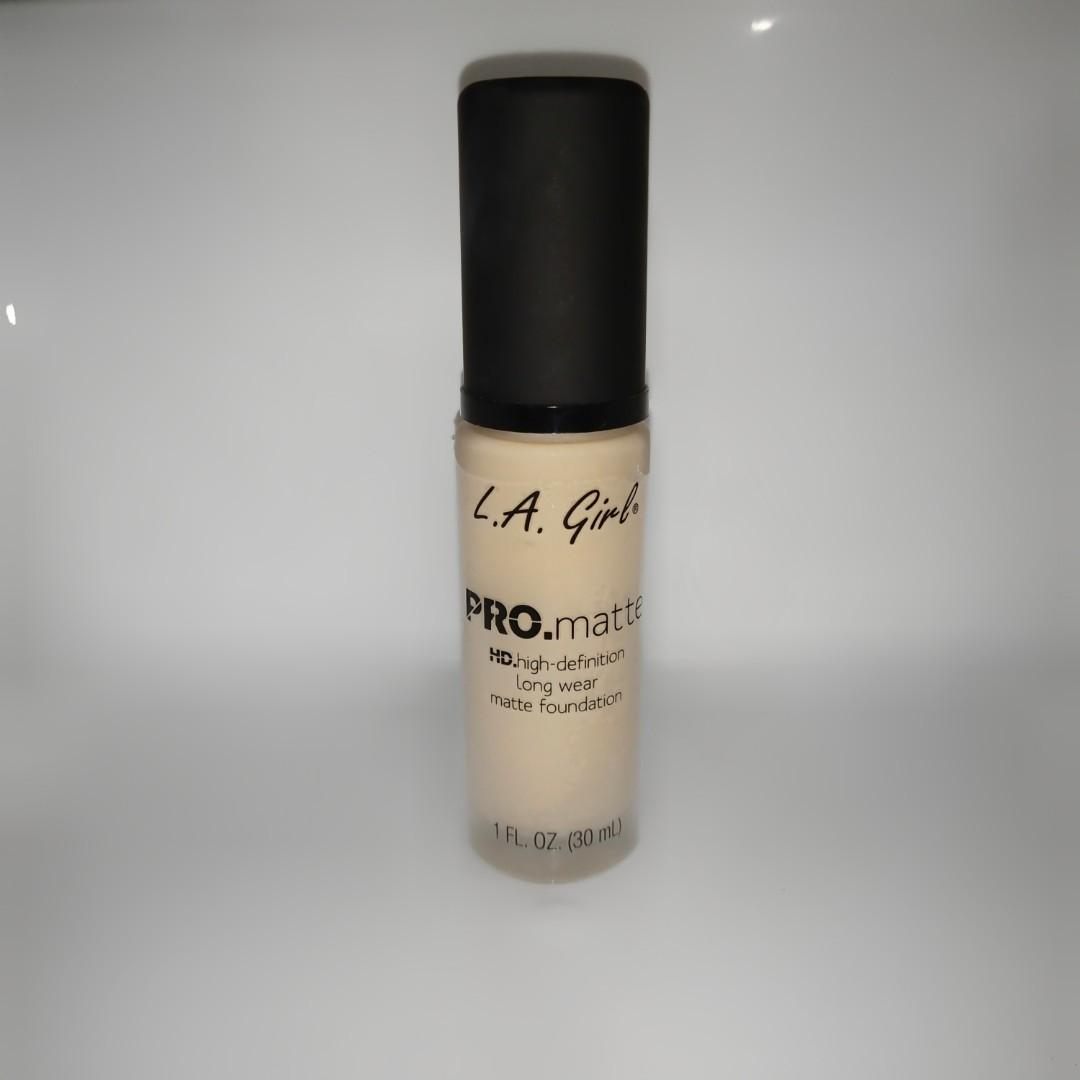 LA Girl Pro Matte Foundation Bisque • NETT