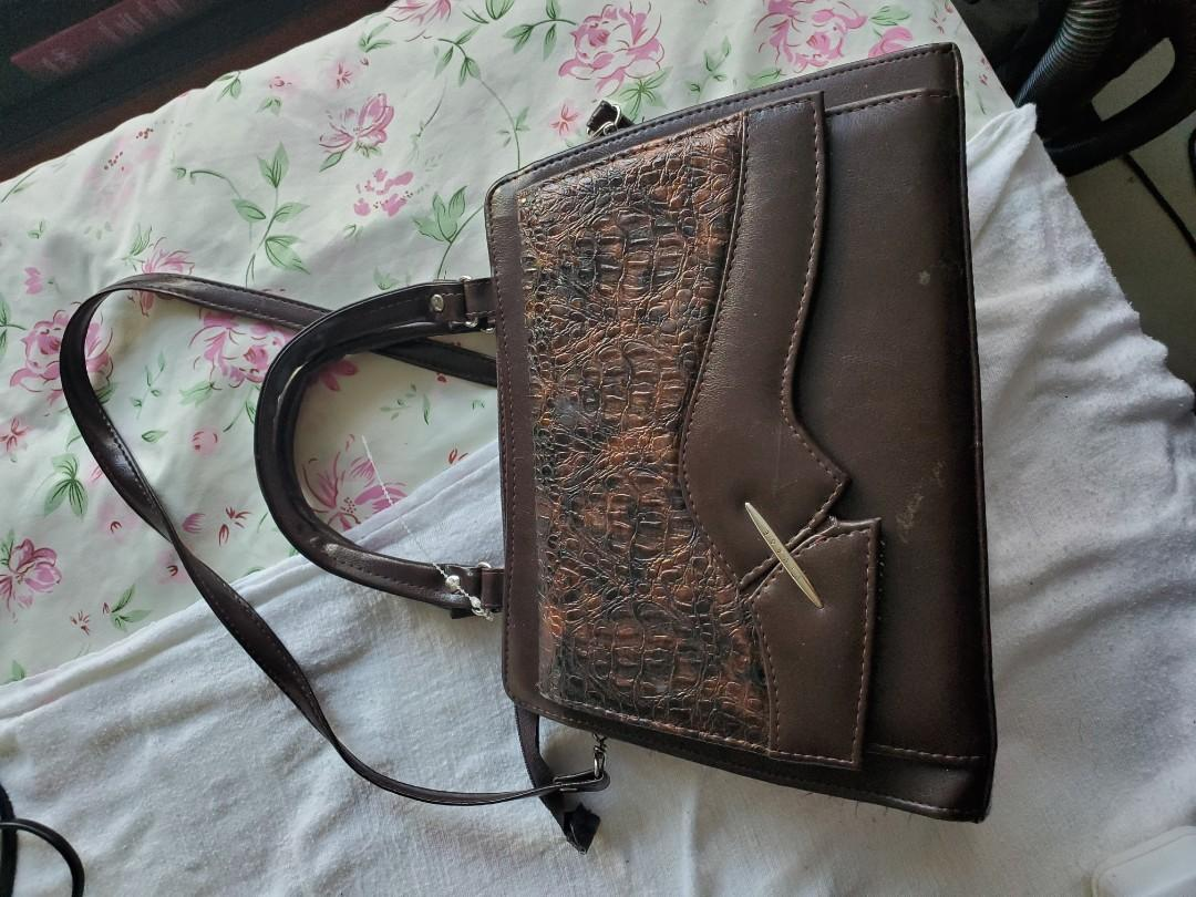 Brown VIVAGE purse