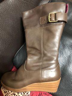 Crocs棕色短靴
