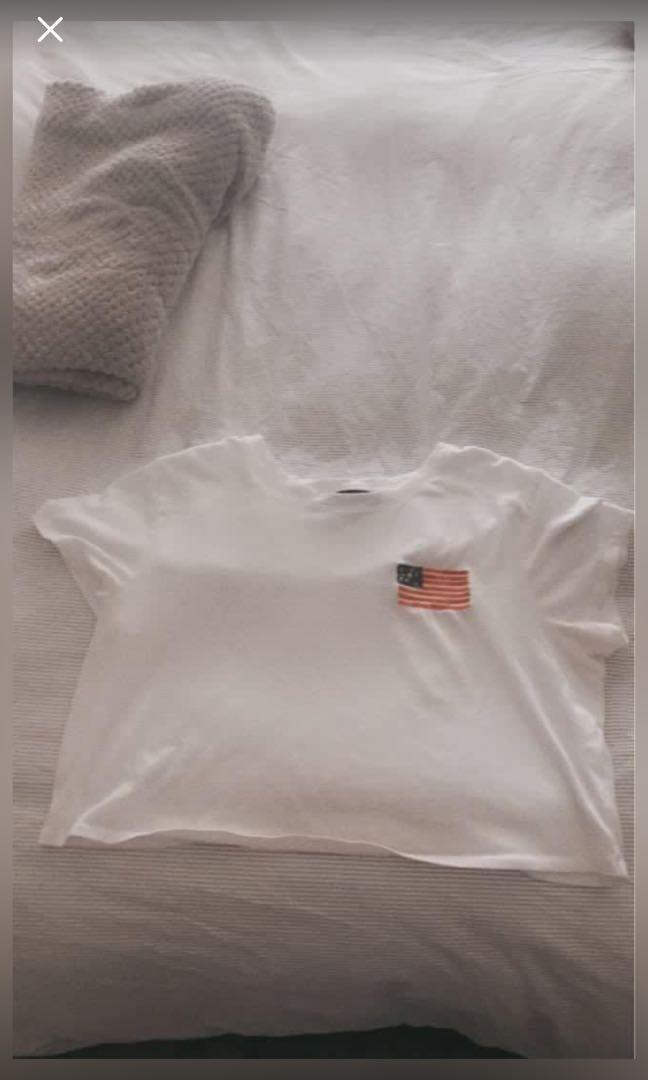 Cropped Abercrombie t shirt