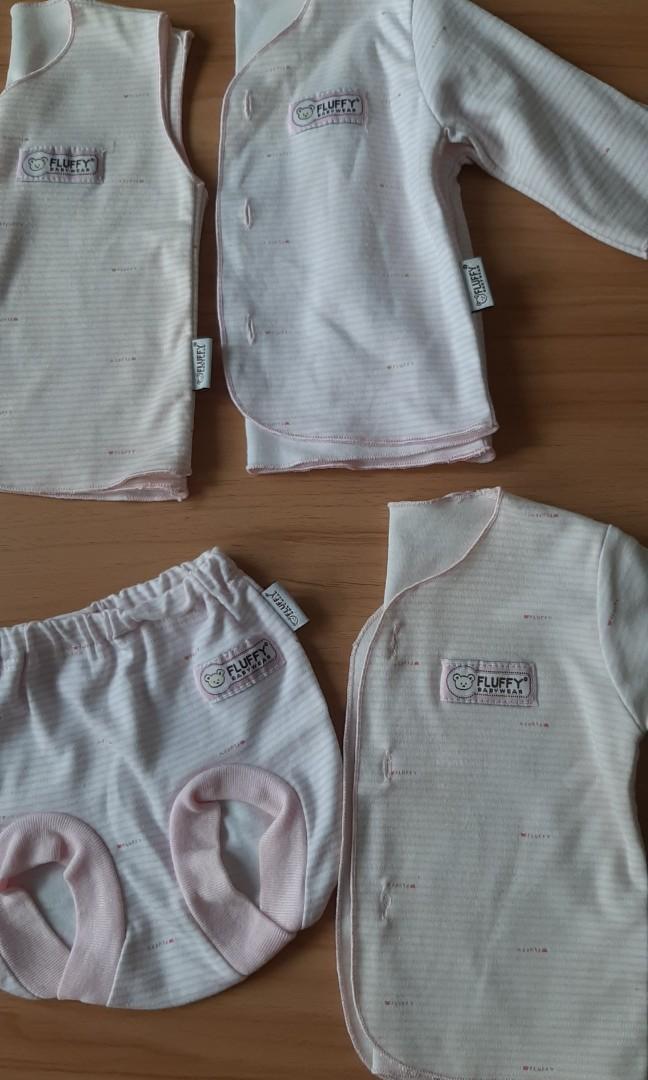 Satu set baju bayi