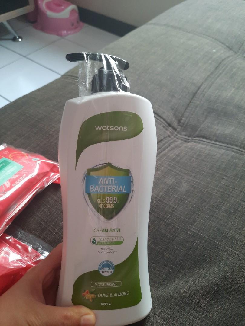 Watsons Anti bacterial cream bath olive & Almond 1000 ml