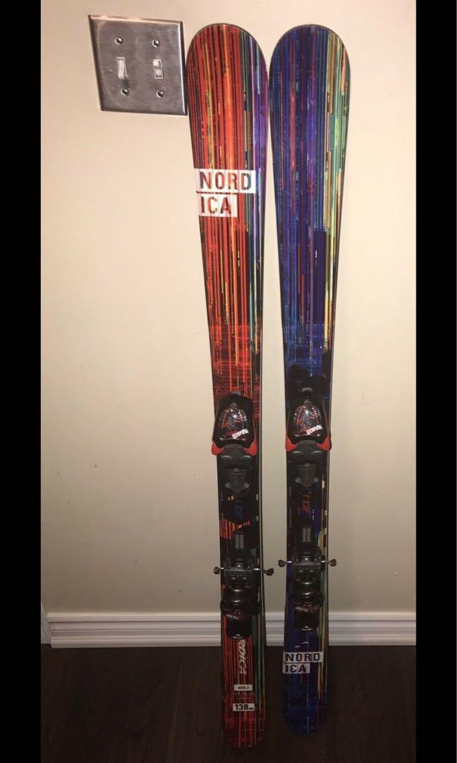 Junior Nordica the ace J skis