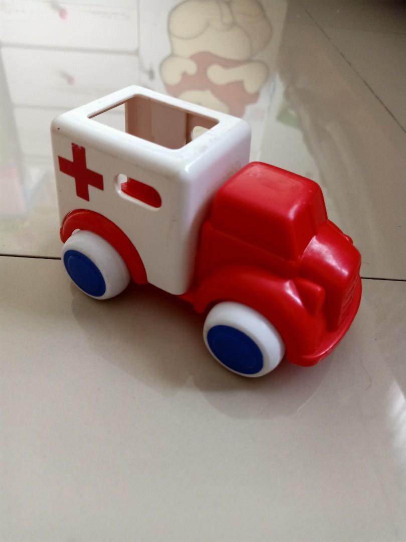 Mainan anak ambulance