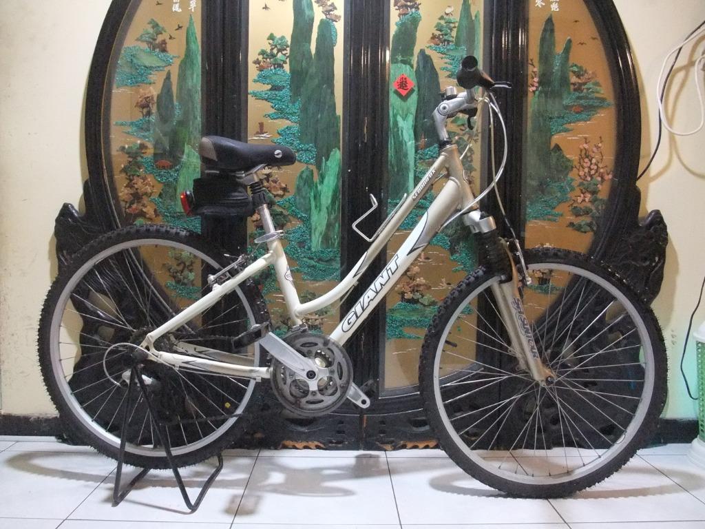 鋁合金26吋捷安特giant shimano 24段變速避震腳踏車適合160-170騎乘桃園自取size xs附燈鎖aluminum bicycle Taoyuan Station