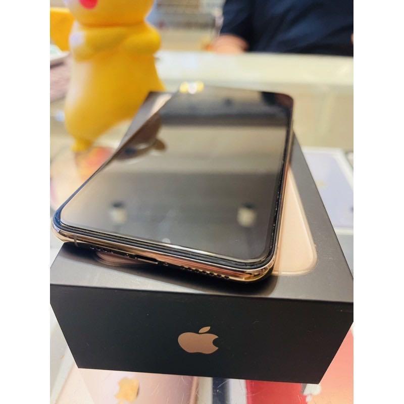 9.8新iPhone 11pro max 256金 保固剛過 盒序一樣 台灣公司貨 無拆修過 =23500  配件:線 頭  螢幕:6.5 版本:14.2 電量:92%