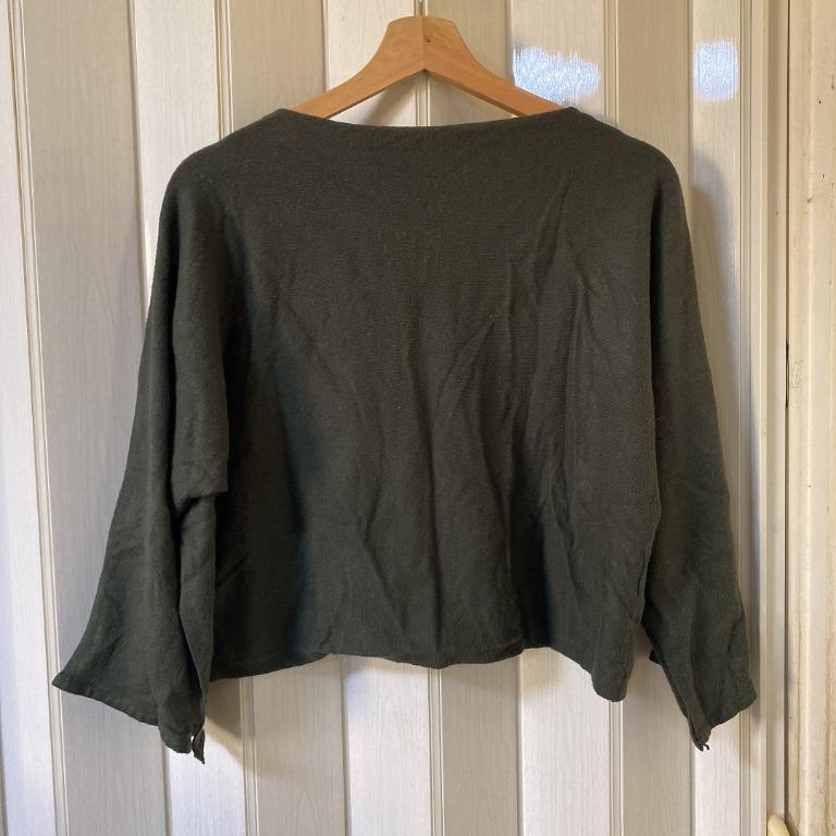 軍綠色短版上衣