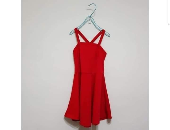 紅色交叉洋裝