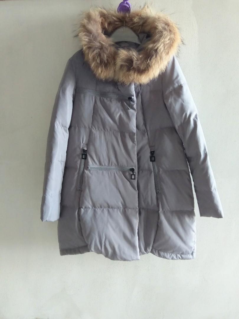 灰色保暖羽絨連帽外套