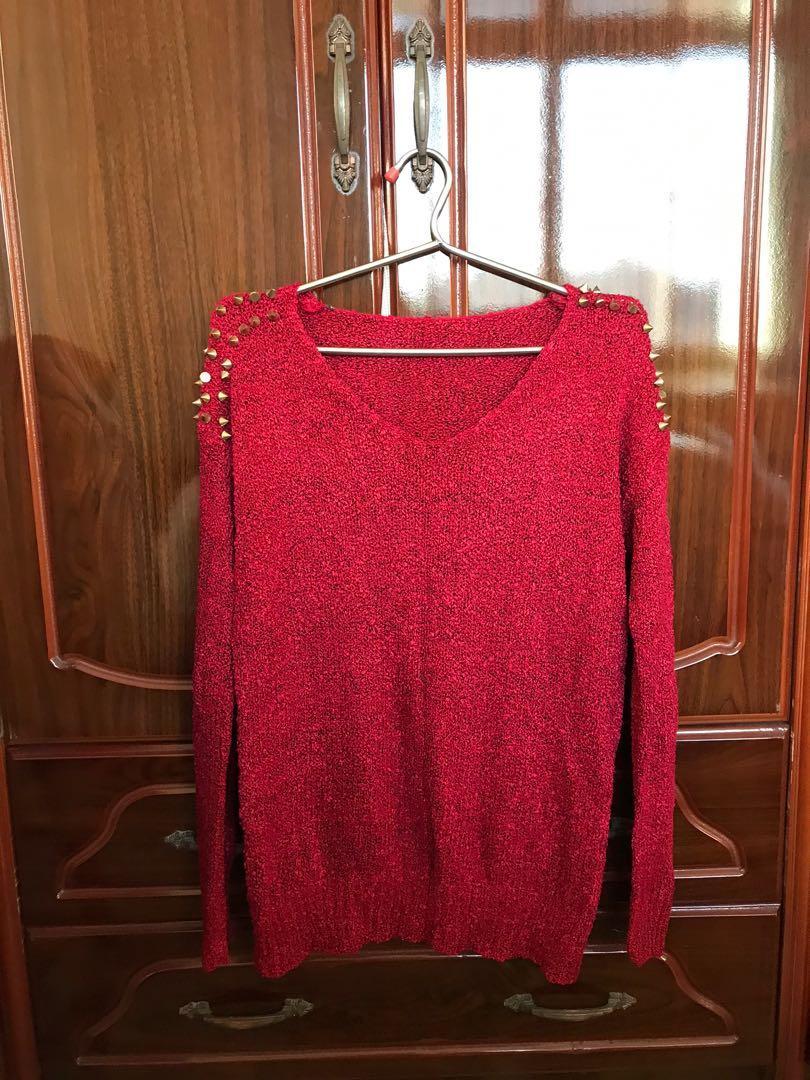 個性卯釘紅毛衣