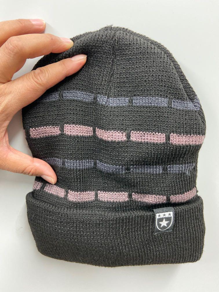 黑色毛帽內裡加絨設計,不分男女,冬天保護好頭部不受寒、超級保暖
