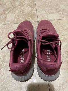 Adidas 慢跑鞋(24.5cm)