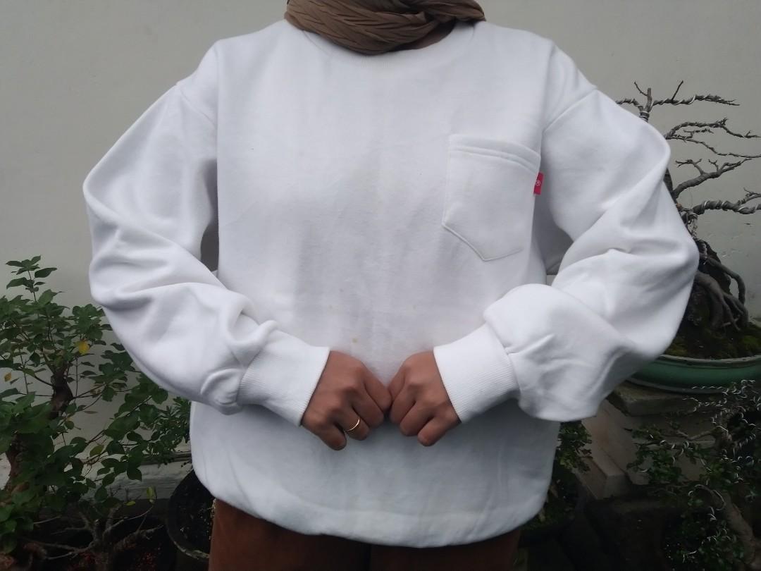 Sweater Putih