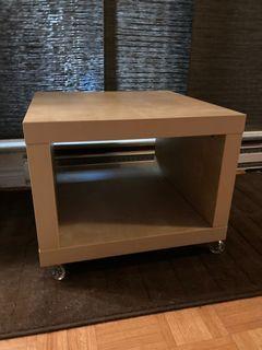 Modern Table on castors
