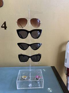 Shades organizer including 4 shades, 1k
