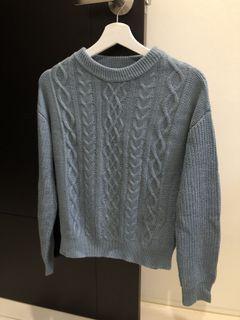 GU 霧霾藍針織毛衣