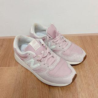 九成新NewBaiance22.5cm女休閒布鞋