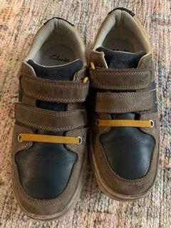 Clarks Boy's Slipn on Leather Shoes size US 1;UK 13.5 G (insole 20cms)