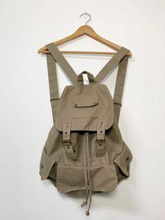 卡其色收納空間多後背包Large capacity backpack