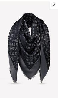 LV monogram shine 經典銀絲黑 披肩圍巾 滿200免運