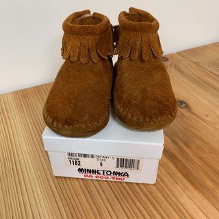 Minnetonka女童麂皮短靴 13公分
