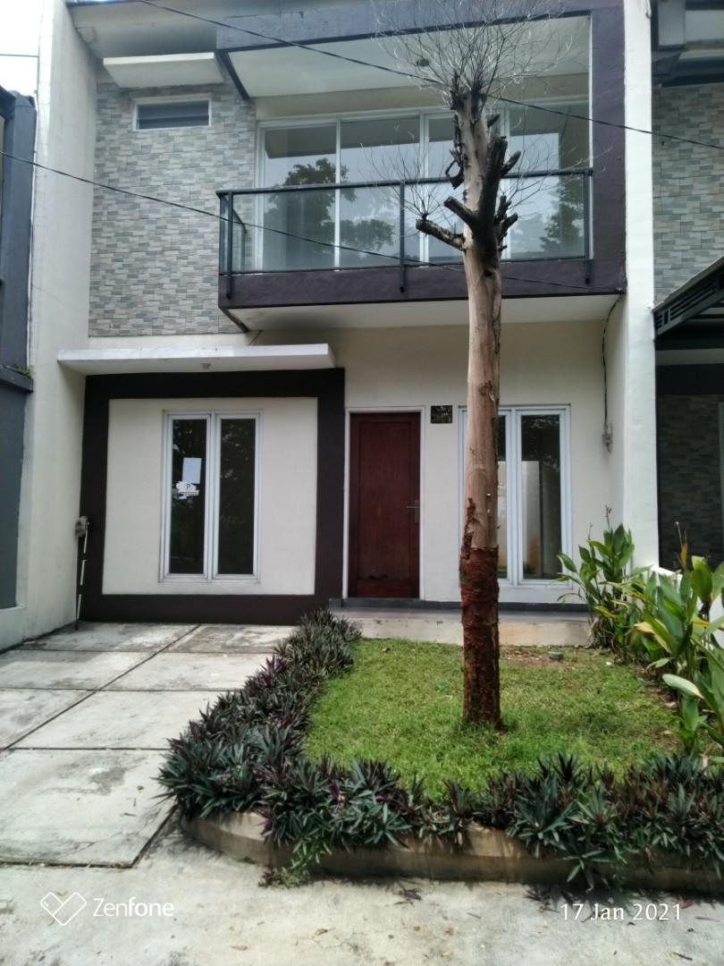 Rumah 2 lantai hadap taman dekat Agung Podomoro Golf Club